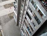 В Новосибирске из окна выбросилась женщина с 2-летней дочерью