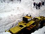 Снежная лавина на Кавказе засыпала военнослужащих: погиб солдат