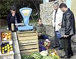 Власти Ужгорода потребовали прекратить торговлю на городских рынках