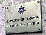 В грузинском посольстве в Москве осталось всего два человека
