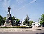 Администрация Куницына возвращает парковку на площадь Нахимова в Севастополе. Она может стать платной