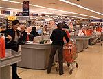 Две трети россиян вынуждены экономить на важнейших продуктах