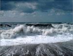 Резкое похолодание и шторм унесли в Крыму жизни двух человек