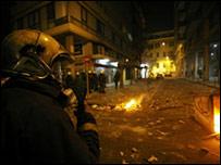 Беспорядки не прекращаются в Греции