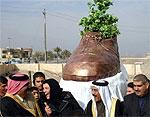 «Монумент» ботинку, брошенному в Буша, уничтожен