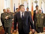 Кремль опроверг слухи о скорой отставке министра Сердюкова