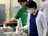 Правящая партия Японии потерпела на выборах сокрушительное поражение