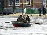 Обильные осадки вынудили жителей Свердловской области пересесть на лодки