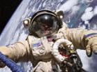 Астронавты «Атлантиса» успешно отработали в открытом космосе